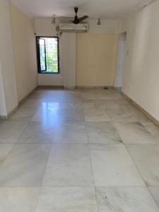 Gallery Cover Image of 750 Sq.ft 2 BHK Apartment for rent in Khar West for 65000