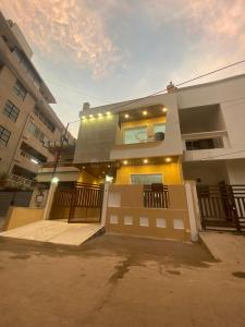 Gallery Cover Image of 2850 Sq.ft 3 BHK Independent House for buy in Manawata Nagar for 13500000