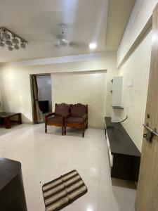 Gallery Cover Image of 700 Sq.ft 1 BHK Apartment for buy in Thane West for 9500000