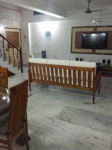 Gallery Cover Image of 2450 Sq.ft 2 BHK Apartment for buy in Tollygunge for 14000000