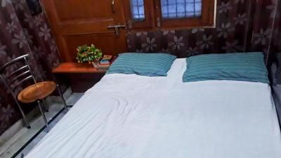 Bedroom Image of Rental Rooms For Girls in Laxmi Nagar