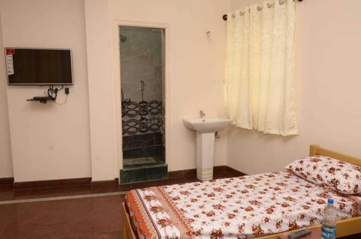 अशोक नगर में गायत्री लक्ज़री मेंस पीजी में बेडरूम की तस्वीर