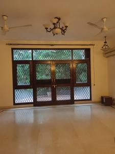 Gallery Cover Image of 2100 Sq.ft 3 BHK Independent Floor for rent in Panchsheel Park for 55000