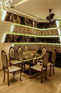 Gallery Cover Image of 2400 Sq.ft 4 BHK Apartment for buy in Byculla for 77000000