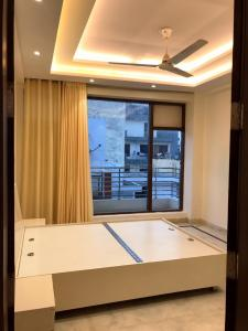 Gallery Cover Image of 980 Sq.ft 3 BHK Apartment for rent in Palam for 22000