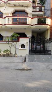 Gallery Cover Image of 700 Sq.ft 1 RK Villa for rent in Sector 41 for 10000
