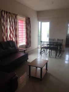 Gallery Cover Image of 820 Sq.ft 2 BHK Apartment for buy in Thrippunithura for 3500000