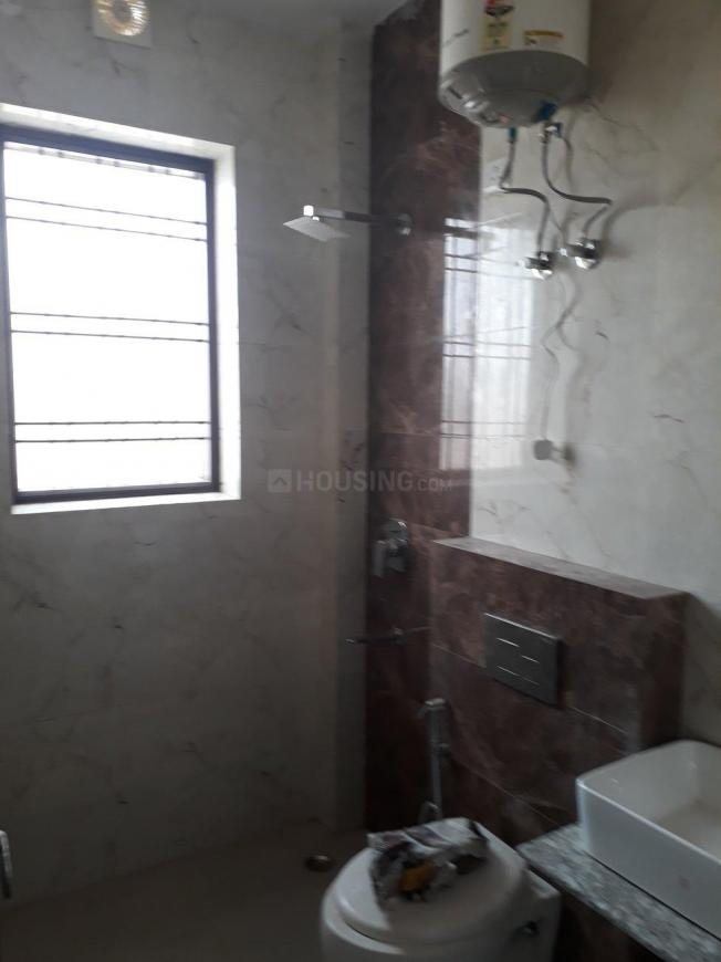 Common Bathroom Image of 1000 Sq.ft 2 BHK Apartment for rent in Sector 56 for 25000