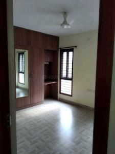Gallery Cover Image of 975 Sq.ft 2 BHK Apartment for rent in Velachery for 24000