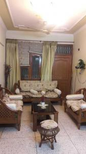 Gallery Cover Image of 1700 Sq.ft 3 BHK Apartment for rent in Sector 23 Dwarka for 28000