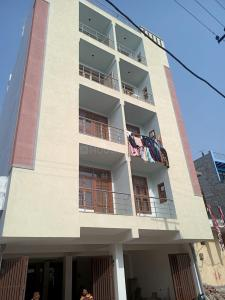 Gallery Cover Image of 1000 Sq.ft 2 BHK Apartment for buy in Sector 105 for 2690000