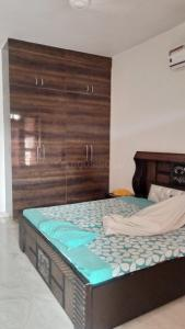 Gallery Cover Image of 1840 Sq.ft 2 BHK Independent Floor for rent in Sector 16 for 17000