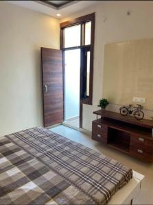 Gallery Cover Image of 910 Sq.ft 3 BHK Apartment for buy in Pristine Homes, Noida Extension for 3799000