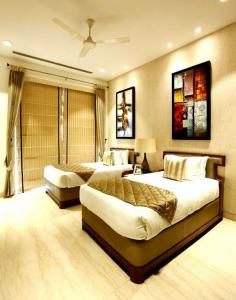 Gallery Cover Image of 3090 Sq.ft 3 BHK Apartment for buy in Sector 19 for 36000000