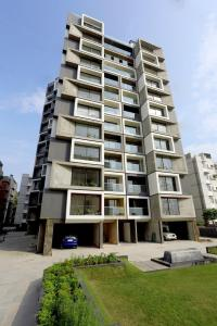 Gallery Cover Image of 2500 Sq.ft 3 BHK Apartment for rent in Acher for 27000