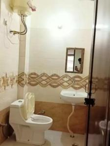 Common Bathroom Image of Z Neon in DLF Phase 3