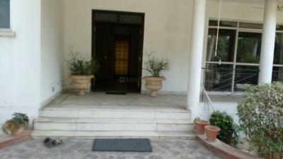 Gallery Cover Image of 9000 Sq.ft 5 BHK Villa for rent in DLF Farms for 450000