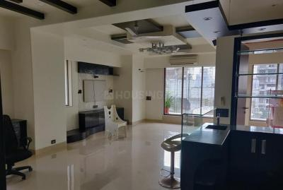 Gallery Cover Image of 2500 Sq.ft 4 BHK Apartment for rent in Khar West for 250000