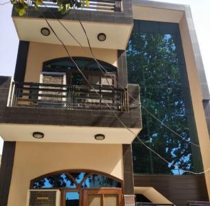 Gallery Cover Image of 900 Sq.ft 2 BHK Independent Floor for rent in Sector 52 for 15000