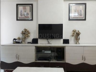 Gallery Cover Image of 613 Sq.ft 1 BHK Apartment for rent in Kandivali East for 26000