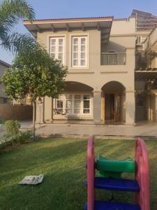 Gallery Cover Image of 4050 Sq.ft 5 BHK Villa for buy in Nava Naroda for 36000000