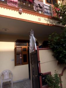 Gallery Cover Image of 645 Sq.ft 1 BHK Independent House for rent in Beta I Greater Noida for 14000