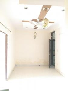 Gallery Cover Image of 900 Sq.ft 2 BHK Apartment for rent in DLF Ankur Vihar for 5000
