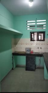 Gallery Cover Image of 1350 Sq.ft 3 BHK Apartment for rent in Hyderguda for 15000