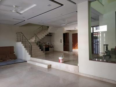 Gallery Cover Image of 6500 Sq.ft 5 BHK Independent House for rent in Sector 71 for 75000