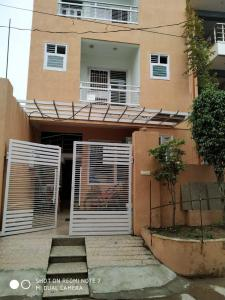 Gallery Cover Image of 1125 Sq.ft 3 BHK Independent House for rent in Sector 105 for 9000