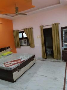 Gallery Cover Image of 2000 Sq.ft 2 BHK Independent Floor for rent in Chaukhan for 10500