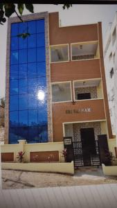 Gallery Cover Image of 1100 Sq.ft 2 BHK Independent Floor for rent in Chanakyapuri for 30000