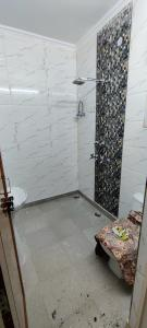Gallery Cover Image of 850 Sq.ft 2 BHK Apartment for rent in Np Block Dda Lig Flat, Pitampura for 16500