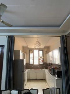 Gallery Cover Image of 1700 Sq.ft 3 BHK Apartment for rent in Sector 42 for 19000