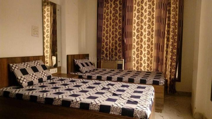 Bedroom Image of Royal PG in Jamia Nagar