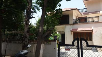 Gallery Cover Image of 375 Sq.ft 3 BHK Villa for buy in Thaltej for 40000000