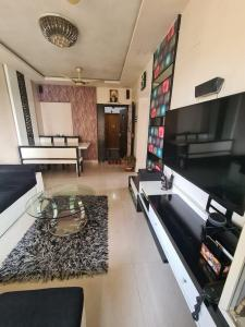 Gallery Cover Image of 1050 Sq.ft 2 BHK Apartment for buy in Sai Mangal Apartment, Kandivali West for 14900000