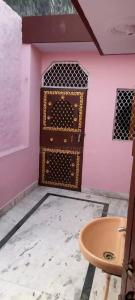 Gallery Cover Image of 450 Sq.ft 1 BHK Independent House for rent in Dilshad Garden for 4800