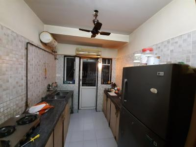Gallery Cover Image of 930 Sq.ft 2 BHK Apartment for rent in Kandivali West for 33000
