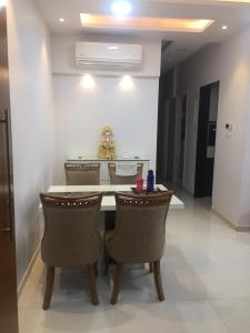 Gallery Cover Image of 1050 Sq.ft 2 BHK Apartment for rent in Kalwa for 23000