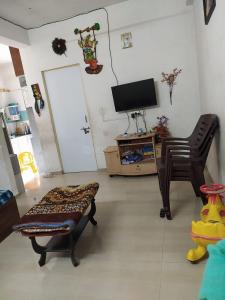 Gallery Cover Image of 657 Sq.ft 1 BHK Apartment for buy in Narolgam for 1500000