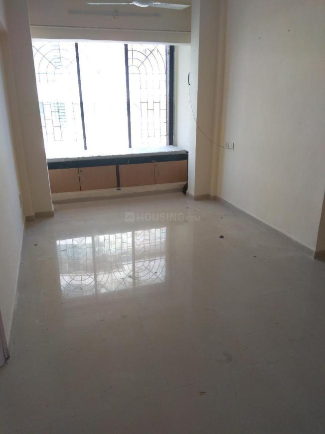 Living Room Image of 675 Sq.ft 2 BHK Apartment for rent in Kandivali West for 26000