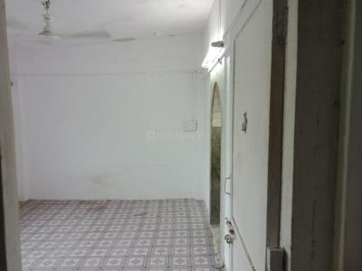 Gallery Cover Image of 235 Sq.ft 1 RK Apartment for rent in Bandra West for 17000