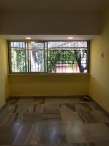 Gallery Cover Image of 350 Sq.ft 1 RK Apartment for rent in Khar East for 30000