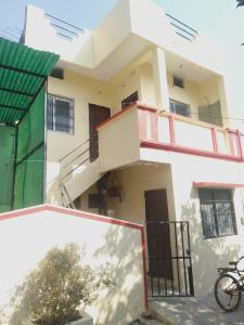 Gallery Cover Image of 1000 Sq.ft 3 BHK Independent House for buy in Shreenath Residency, Bengali Square for 5000000