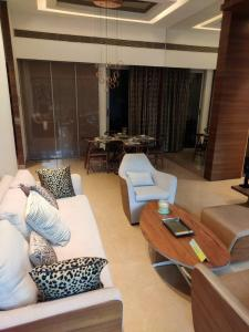 Gallery Cover Image of 865 Sq.ft 2 BHK Apartment for buy in Man One Park Avenue 6, Thane West for 11000000