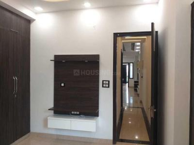 Gallery Cover Image of 1450 Sq.ft 3 BHK Apartment for buy in Niti Khand for 7999000