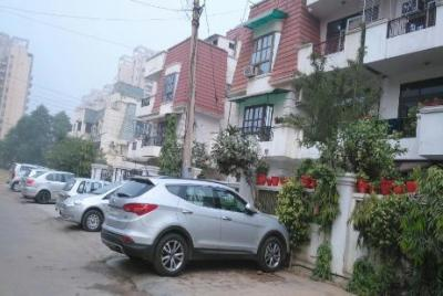 Gallery Cover Image of 3200 Sq.ft 3 BHK Independent Floor for buy in Uppal Group Southend, Sector 49 for 10500000
