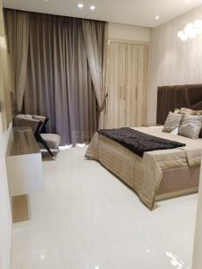 Gallery Cover Image of 2300 Sq.ft 4 BHK Apartment for buy in DLF The Valley, Sector 3 for 6300000