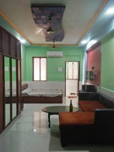 Gallery Cover Image of 530 Sq.ft 1 RK Apartment for rent in Worli for 38000
